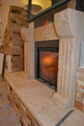 Fireplace Marco Simone: rustic slats and frame travertine