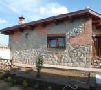 Cottage in Fontenuova: coating irregular ashlar and brick.