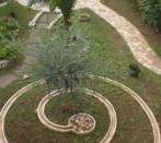 Garden with circolar fountain and pebbles