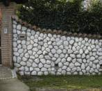 Wall with pebbles Carrara white