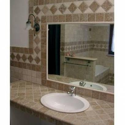 Vendita bagno con ciottoli travertino chiaro e noce pavimenti e mosaici roma guidonia tivoli - Bagno travertino ...