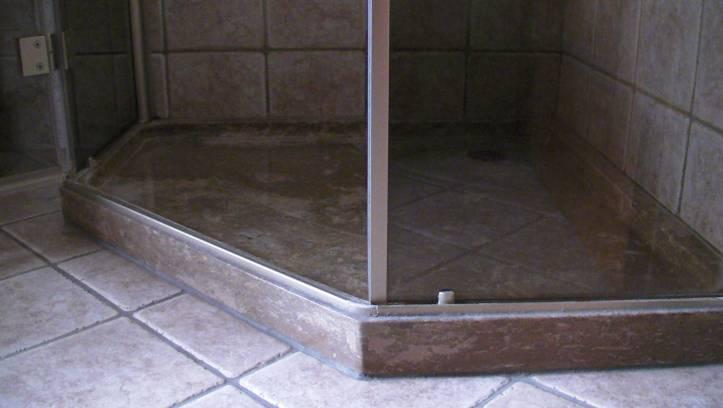 Piatto doccia in travertino noce with piatto doccia mosaico - Piatto doccia in muratura ...