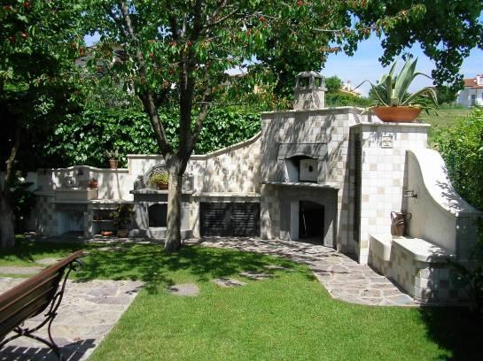 Vendita arredo giardino con barbecue forno e lavabo for Pietre d arredo interno